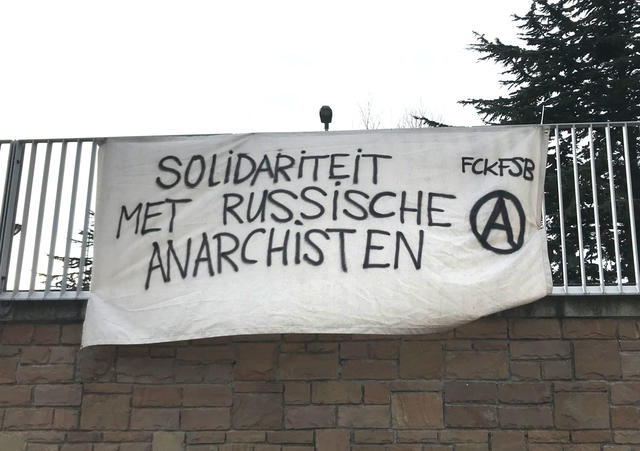 in solidariteit met